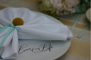 wedding table styling with napkins